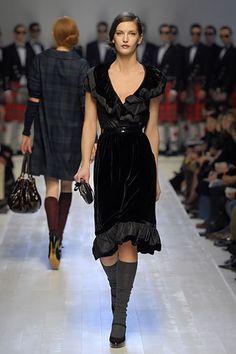 Moschino Fall 2006 Ready-to-Wear Fashion Show - Daria Werbowy