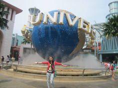 Ke Singapore bareng Christian Sugiono? Mauuuu bangeddd! \(^_^)/ Ini foto aku ambil di globe pintu masuk ke Universal Studios Singapore,kereeen kan gaya ku ;) #SGTravelBuddy