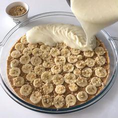 """6,357 Beğenme, 188 Yorum - Instagram'da Sevde Nur Kaya ➰ 2016 📸 (@sevdenurkaya): """"Selamlar herkese ☺️ miss gibi bir tarifim var 🤭kimlerin tatlıları hazır 😎klasik magnolia tarifi mi…"""" Dog Food Recipes, Cake Recipes, Dessert Salads, Beautiful Cakes, Tiramisu, Yogurt, Oatmeal, Food And Drink, Favorite Recipes"""