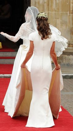 Kate Middleton and her sister Pippa. This is in the wedding day Pippa Middleton and her sister Duchess Kate. Celebrity Wedding Dresses, Celebrity Weddings, Celebrity Style, Pippa Middleton Wedding Dress, Kate Middleton Sister, Pippa Middleton Style, William Kate Wedding, Pippas Wedding, Wedding Album