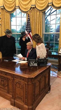 Ted Nugent, Kid Rock and Sarah Palin visiting President Trump at the White House. Trump Kids, 2016 Funny, Sarah Palin, Oval Office, Kid Rock, New Politics, Room Tour, Dear God, Hanging Out