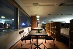 フラットなデザイン設計で木目×緑の風通しの良いコミュニケーションオフィス|オフィスデザイン事例|デザイナーズオフィスのヴィス