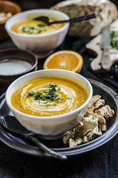 Vellutata di carote, arancia, curcuma e chips di sedano rapa #soup #carrot #orange Raw Food Recipes, Meat Recipes, Wine Recipes, Vegetarian Recipes, Cooking Recipes, Healthy Recipes, Healthy Slow Cooker, Healthy Cooking, Easy Vegan Soup