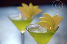 Drink Garnish Green cocktail martini glasses