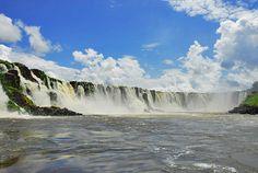 Cachoeira de Santo Antonio (Laranjal do Jari - AP) Formada por processos vulcânicos ocorridos há milhões de anos atrás, com quedas d'água a despencar de uma altura de 30 metros, a cachoeira de Santo Antônio é uma das mais belas paisagens naturais do Amapá.