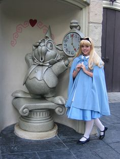 Disney Character Cosplay Alice Lampert O'Donnell Is this in Disney world or disney land? Disney Cast, Disney Girls, Disney Love, Disney Magic, Disney Princess, Alice Disney, Disney Disney, Disney Stuff, Disney Cosplay