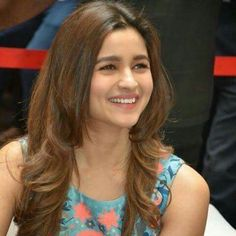 100 Best Alia Bhatt Photos , Wallpapers , Images , Pictures And Pics Cool Hairstyles For Girls, Open Hairstyles, Beautiful Bollywood Actress, Beautiful Actresses, Bollywood Style, Aalia Bhatt, Alia Bhatt Cute, Alia And Varun, Bollywood Celebrities