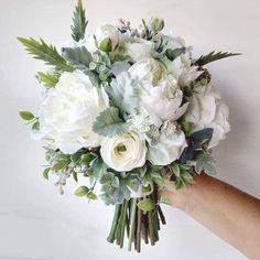 White Peonies Bouquet, Peony Bouquet Wedding, White Wedding Bouquets, Wedding Flower Arrangements, Bride Bouquets, Bridal Flowers, Floral Wedding, Green And White Wedding Flowers, Ranunculus Bouquet