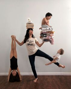 Creative Mom Of Three Turns Photographs Of Her Children Into Magical Scenes - Health Creative Photography, Family Photography, Children Photography Poses, Funny Family Photos, Funny Christmas Pictures, Working Mums, Montage Photo, Family Humor, Creative Photos