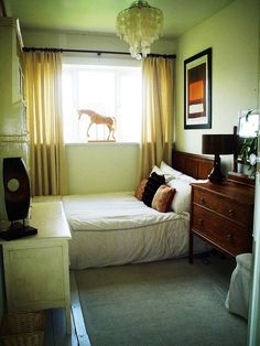 Small bedroom idea-great for living in New York where small bedrooms are the staple.