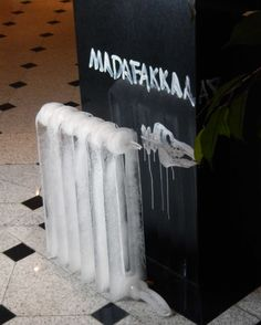 """Eisobjekt """"Heizung"""" von Künstler Rainer Jacob - Vernissage """"Expedition Kälte nach Antarktika"""", weltoffen, Künstlerkolonie Halle"""