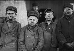 30 Shocking Photos Of Child Labor Between 1908 And Date: January 1911 Location: Pittston, Pennsylvania Breaker boys (their job was to separate impurities from coal by hand) at the Hughestown Borough Pennsylvania Coal Company. Vintage Photographs, Vintage Photos, Battle Of Blair Mountain, Lewis Wickes Hine, Fotografia Social, Coal Miners, Empire State Building, Working With Children, Poor Children