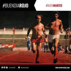 #BuenDiaRojo! #BuenMartes! 😈 Año 1991. Bochini junto al profesor Valdeneu entrenando en la Doble Visera.