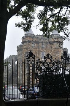 """Palace of Holyroodhouse - At the east end of the """"Royal Mile"""", Edinburgh, Scotland  <3"""