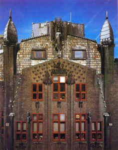 The Amsterdam School - with architects such as J. van der Mey, P. Kramer & M. - The Amsterdam School – with architects such as J. van der Mey, P. Kramer & M. Art Nouveau Architecture, Unique Architecture, Architecture Student, Facade Architecture, Amsterdam Architecture, Amsterdam School, Art Deco Buildings, Art Deco Home, Architectural Styles