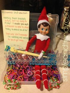Elf on the Shelf Idea | Making Rainbow Loom Bracelets | Simple & Trendy