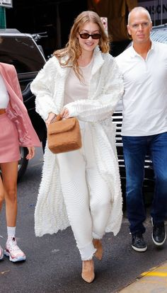 Gigi Hadid Looks, Gigi Hadid Style, Business Casual Outfits For Women, Casual Summer Outfits, Gigi Hadid Outfits, Models Off Duty, Couture Week, Street Style Women, Street Styles