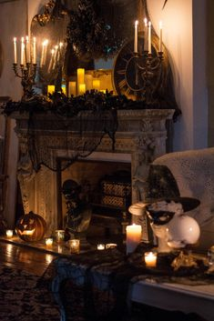 Historic Welch House Halloween Home Tour 2018 Creepy Halloween Decorations, Halloween Home Decor, Halloween Themes, Living Room Halloween Decor, Halloween Foods, Halloween Stuff, Halloween Crafts, Halloween Makeup, Halloween Costumes