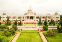 Built in the year 1956, Vidhana Soudha of Bangalore boasts of exquisite Dravidian architecture.