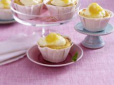 Käsekuchen-Muffins mit Marzipan und Aprikosensoße Rezept