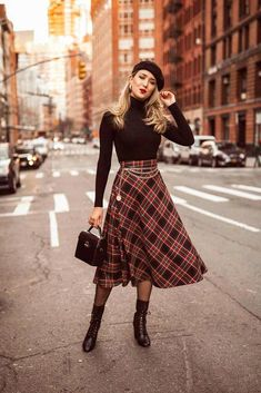 How To Wear A Beret Right: From Classic To Modern Looks #Beret #Classic #fashiondresses #fashionoutfits #Modern #fallfashionoutfitscomfy Cute Skater Skirts, Skater Skirt Outfit, Long Skirt Outfits, Long Skirts, Hipster Outfits, Casual Outfits, Hipster Clothing, Rock Outfits, Party Outfits