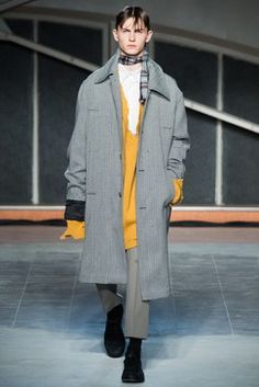 See the complete Raf Simons Fall 2016 Menswear collection.