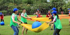Ideas for outdoor games for kids team building youth groups Outdoor Team Building Activities, Building Games For Kids, Outdoor Games For Kids, Team Bonding Games, Youth Group Games, Youth Groups, Family Camping Games, Family Games, Camping Activities