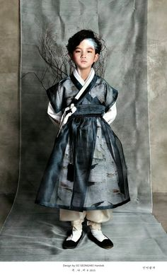 A boy in a hanbok. Great sheer color and pattern Korean Traditional Dress, Traditional Fashion, Traditional Dresses, Korean Dress, Korean Outfits, Asian Fashion, Fashion Beauty, Modern Hanbok, Vogue Korea