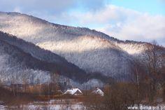 Przewodniki po Bieszczadach zwykle wysyłają swych czytelników na słynne połoniny i najwyższe szczyty regionu – Połoninę Caryńską i Wetlińską, Szeroki Wierch, Bukowe Berdo, Halicz, a przede wszystkim na górującą nad siostrami Tarnicę (1346 m. n.p.m.). Jednak, kiedy spadnie śnieg, a same szczyty znikną w chmurach, wielogodzinna wycieczka w krótki zimowy czy nawet wczesnowiosenny dzień, nie jest najrozsądniejszym pomysłem.    więcej na http://www.facebook.com/damapik.magazyn