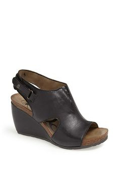 OTBT 'Laketown' Sandal. I own these in brown, and they match my messenger bag. Love them for summer.