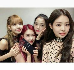 Image uploaded by Kim Taehyung. Find images and videos about kpop, rose and blackpink on We Heart It - the app to get lost in what you love. 2ne1, Kim Jennie, Kpop Girl Groups, Korean Girl Groups, Kpop Girls, Yg Entertainment, K Pop, Blackpink Wallpaper, Chaeyoung Twice