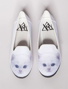 oh my god, cat shoes= complete life