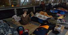 Jovens dormem nas ruas para sentir frio e fome junto a desabrigados em SC