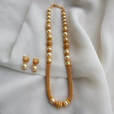 Ahana Moti Necklace s inet India Jewelry, Temple Jewellery, Pearl Jewelry, Antique Jewelry, Gold Jewelry, Jewelery, Fine Jewelry, Pearl Earrings, Indian Wedding Jewelry