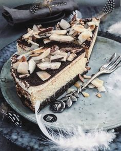 "Kokosový ""Bounty"" cheesecake, Karolina Four Cheesecakes, Tiramisu, Deserts, Dessert Recipes, Food And Drink, Sweets, Candy, Baking, Ethnic Recipes"
