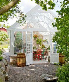 gartenhaus pflanzen gemüse wintergarten selbstbau gartenmöbel holzstühle