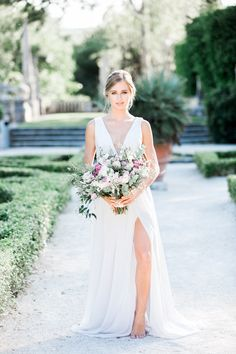 Miami Vizcaya Wedding Photography, Cavin Elizabeth Photography, bridal portrait with bouquet