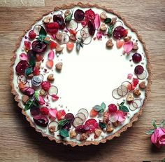 How's about this for a little Valentine's dessert inspo? I probably won't have time to post on the as I'll be in London teaching my… Tart Recipes, Sweet Recipes, Dessert Recipes, Valentine Desserts, Beautiful Desserts, Beautiful Cakes, Julie Jones, Pie Decoration, Bolo Cake