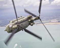 """Chinook on a training flight over the Solent, UK. Taken during two days of flying with 27 Squadron, based at RAF Odiham. """"The weather around Odiham on the day was dreadful so there was a concern. Best Helicopter, Military Helicopter, Us Military, Military Aircraft, Military Vehicles, Boeing Ch 47 Chinook, Chinook Helicopters, Surplus Militaire, Engin"""