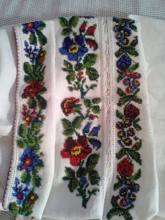Detaliu model, camasa dama,150 ani Beading Patterns, Floral Tie, Cross Stitch, Traditional, Costumes, Embroidery, Beads, Crafts, Inspiration