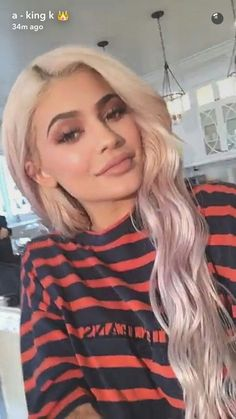 The makeup products that Kylie Jenner uses – My hair and beauty Kylie Jenner Face, Kylie Jenner Snapchat, Kendall Jenner Makeup, Kylie Jenner Pictures, Kylie Jenner Makeup, Kylie Jenner Outfits, Kendall And Kylie Jenner, Kris Jenner, Kylie Travis