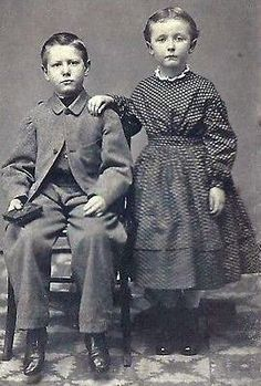 Historical Women, Historical Clothing, Historical Photos, Vintage Photographs, Vintage Photos, Victorian Children's Clothing, Victorian Fashion, Portraits Victoriens, Post Mortem