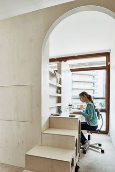 London-based architects Studio Ben Allen has built this plywood structure inside a flat in London& brutalist Barbican Estate to create a bedroom for two children, featuring archways, steps and a fold-down desk. Architecture Plan, Interior Architecture, Interior Design, Cool Beds For Kids, Fold Down Desk, Plywood Interior, Bunk Beds With Storage, Urban Apartment, Kids Bedroom Designs