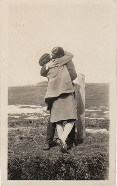 I love vintage pictures of people kissing!