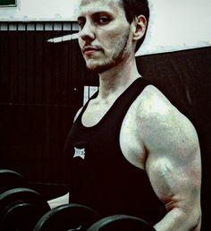 Hard... # #body #fit #fitnesslifestyle #fitness #instafitness #lovegym #lovefitness #muscle #musculation #back #arms #chest #gymshark #bodymods #arms #bodyengineers #aesthetic #athletics #instaphoto #instapic #crazy  #gohardorgohome #born_in_the_gym #nopainnogain by rone_maranho