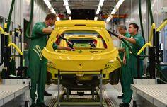 I meccanici #Opel al lavoro! Salone dell'automobile Francoforte 2013 #salone #car #automobile #motors #auto #francoforte #opel #opelitalia #motorsshow #concessionaria #news  www.romeoauto.it