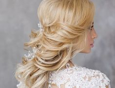 Drop-Dead Gorgeous Wedding Hairstyles for a Wavy Look