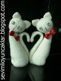 amigurumi valentine cats by dolls, via Flickr