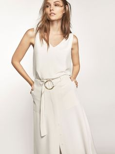 Top with tie-up straps detail. Straight cut, V-neck, wide straps and lining.