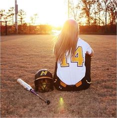 Ideas basket ball team pictures poses soccer ball for 2019 Senior Softball, Softball Senior Pictures, Baseball Pictures, Softball Players, Girls Softball, Girl Senior Pictures, Sports Pictures, Softball Stuff, Softball Jerseys